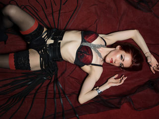 Voir le liveshow de  ClaraDome de Livejasmin - 29 ans - Fetishes, BDSM, taboos... they can all be explored and they can always be taken to a higher le ...