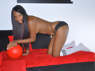 Voir le liveshow de  Yeceniasex8 de Livejasmin - 30 ans - I'm an optimistic person with positive attitude.
