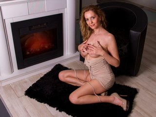 julyblondy's live sex webcam