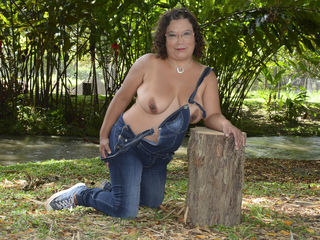 Voir le liveshow de  Feelinghorny4u de Livejasmin - 45 ans - Do You think I'm attractive? Well than You should see me naked... I will totally blow You ...