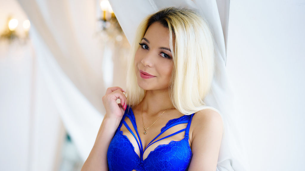 Watch the sexy EmilyMilton from LiveJasmin at GirlsOfJasmin